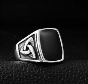 Vintage Celtic knot ring
